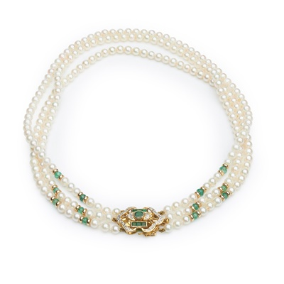 Lot 98 - A pearl and emerald necklace