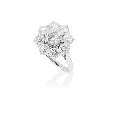 Lot 94 - A diamond cluster ring
