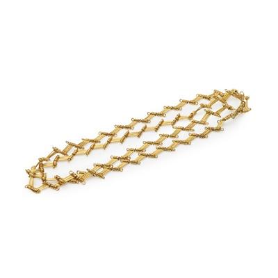 Lot 150 - A fancy link necklace