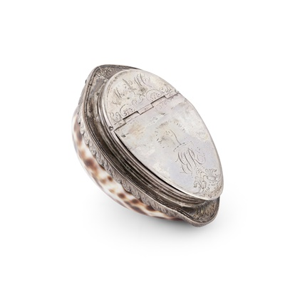 Lot 115 - A SCOTTISH SILVER MOUNTED COWRIE SHELL SNUFF BOX