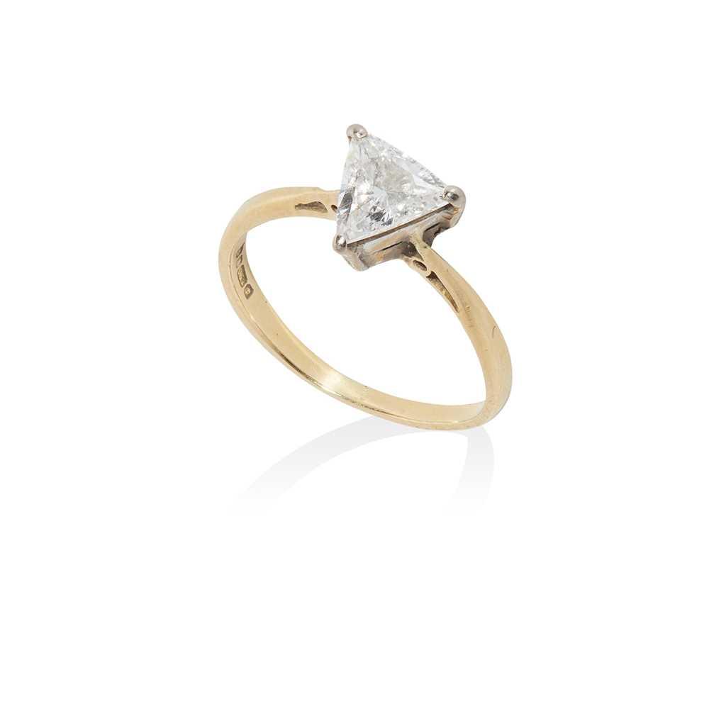 Lot 14 - A single stone diamond ring