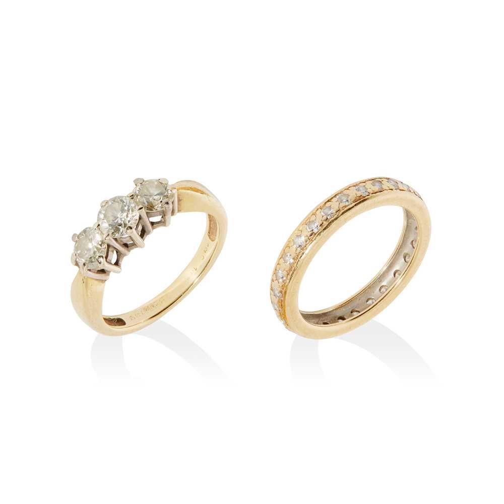 Lot 13 - A three-stone diamond ring