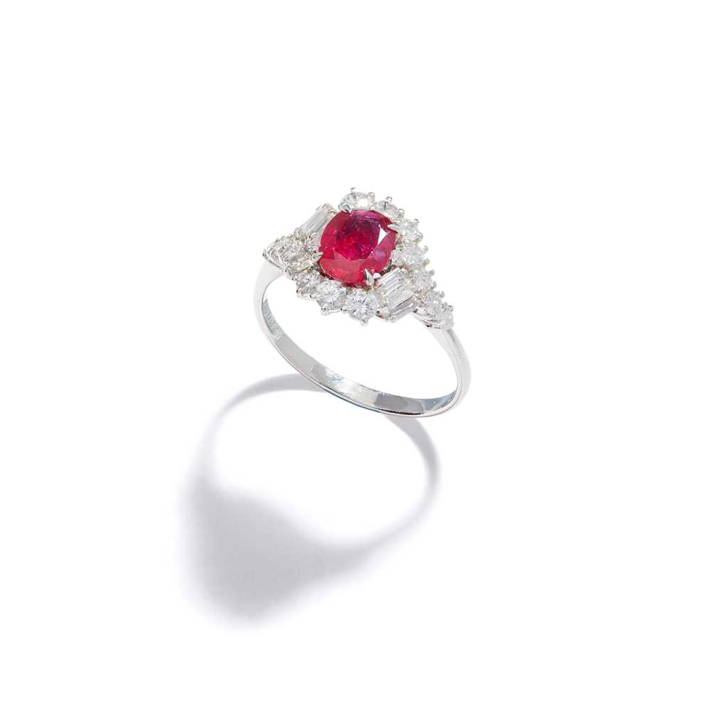 Lot 69 - A ruby and diamond cluster ring