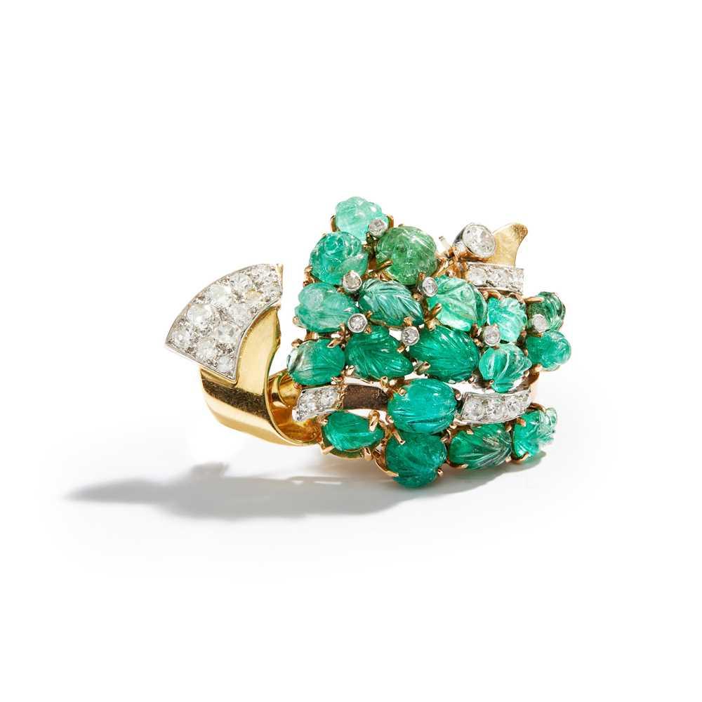 Lot 33 - An emerald and diamond brooch, 1940s