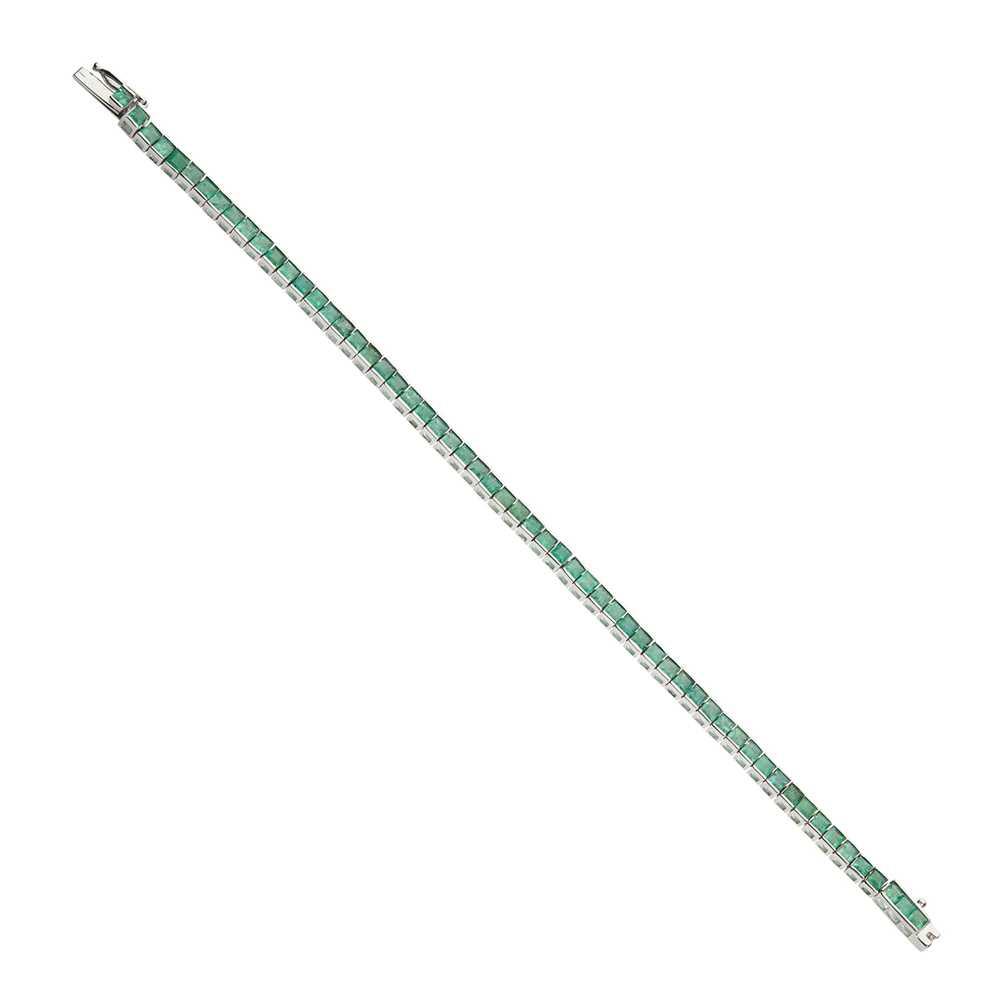 Lot 63 - An emerald bracelet