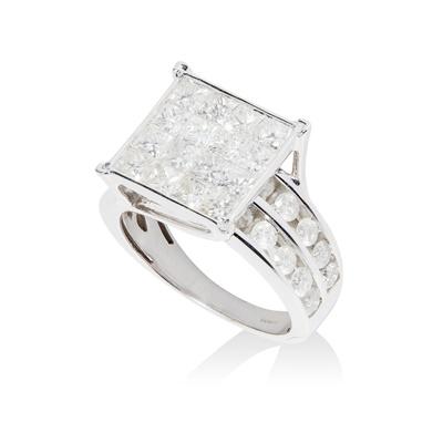 Lot 78 - A modern diamond cluster ring