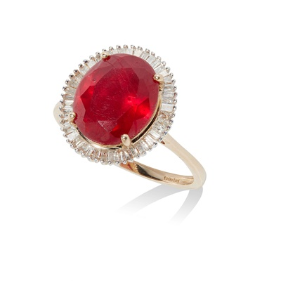 Lot 46 - A ruby and diamond cluster ring