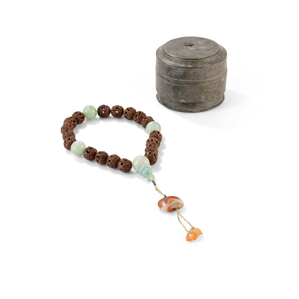 Lot 7 - CARVED NUTSHELL ROSARY