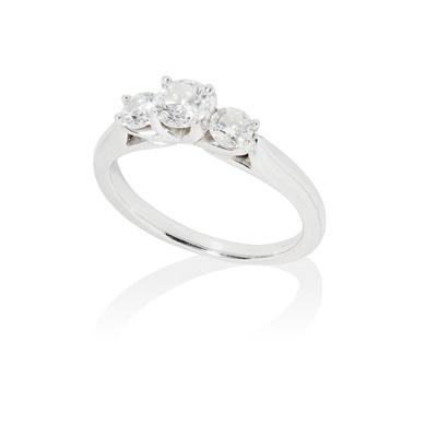 Lot 70 - A three-stone diamond ring