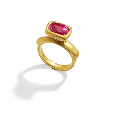 Lot 15 - An antique Indian ruby ring