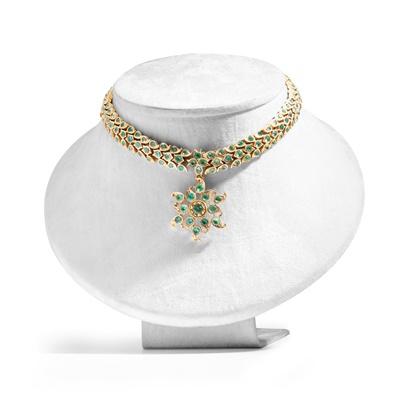 Lot 14 - An antique Indian beryl necklace