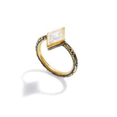 Lot 13 - A diamond and enamel single-stone ring