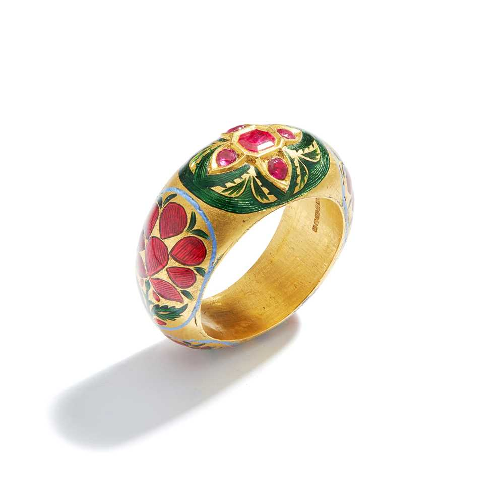 Lot 11 - An Indian ruby and enamel dress ring