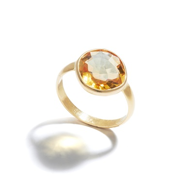Lot 44 - A citrine single-stone ring