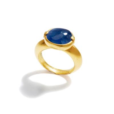Lot 79 - A sapphire single-stone ring
