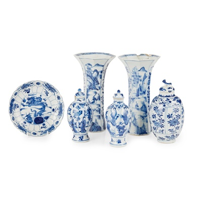 Lot 118 - (A PRIVATE ENGLISH COLLECTION, LOT 117-125) GROUP OF SIX BLUE AND WHITE WARES