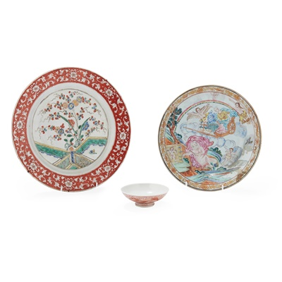 Lot 125 - (A PRIVATE ENGLISH COLLECTION, LOT 117-125) FAMILLE ROSE EXPORT 'EUROPEAN SUBJECT' DISH