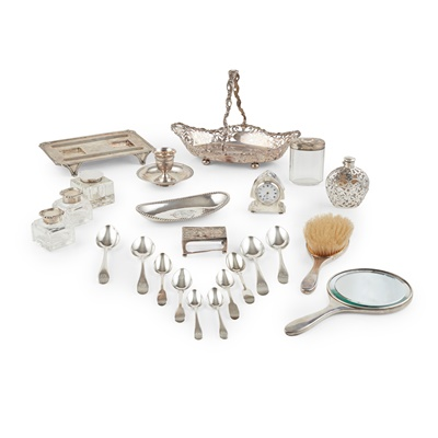 Lot 382 - A collection of 20th century silverware