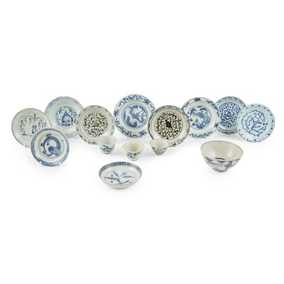 Lot 142 - GROUP OF FOURTEEN BLUE AND WHITE WARES
