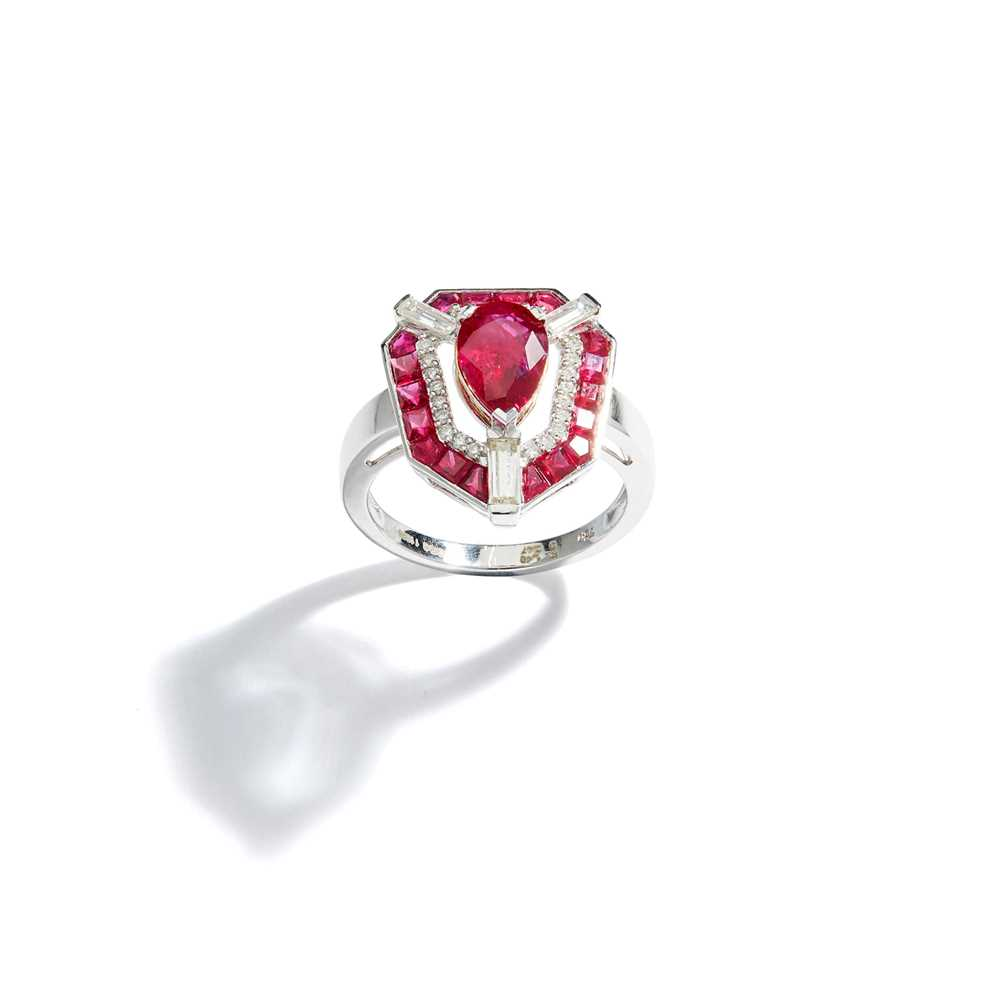 Lot 73 - A ruby and diamond dress ring