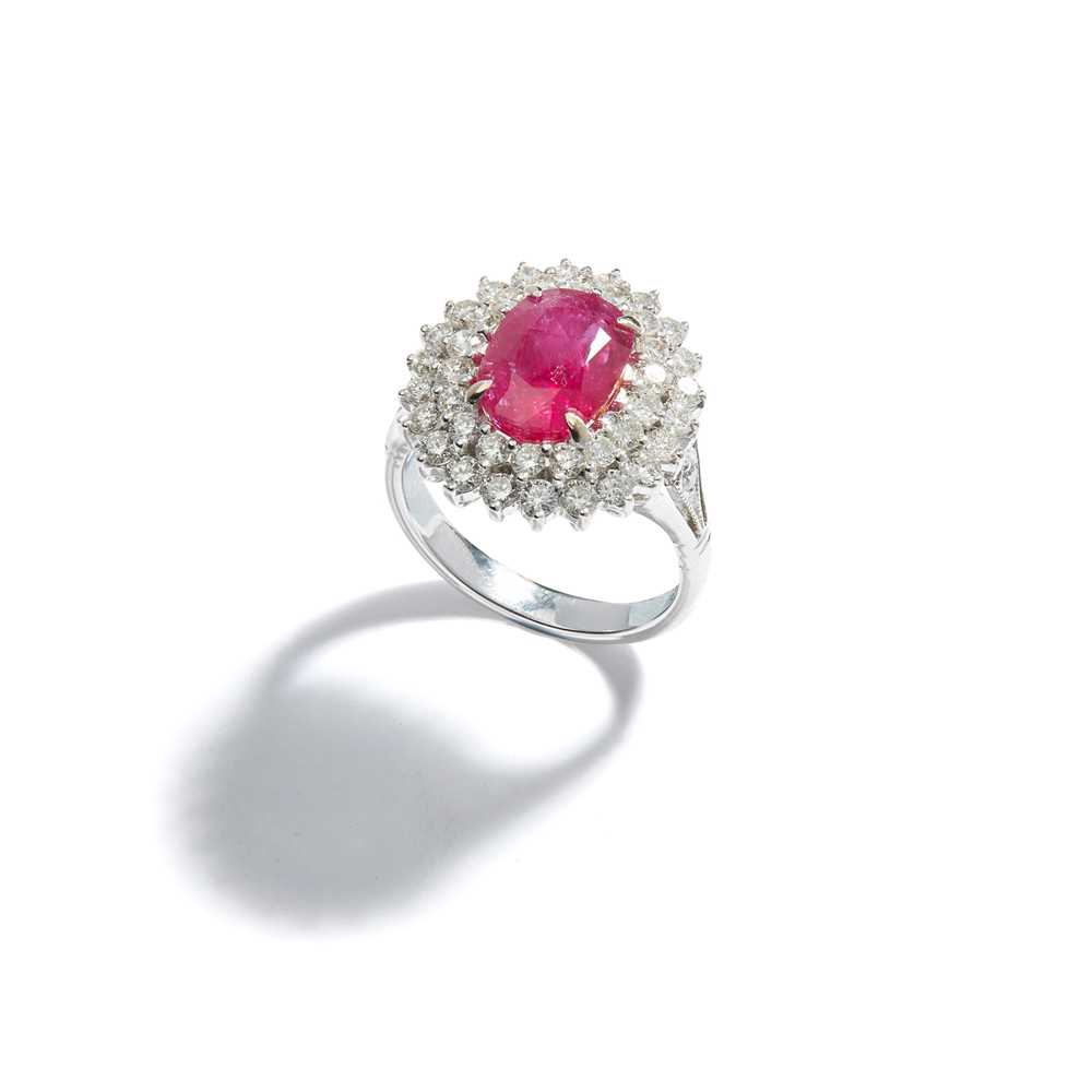 Lot 71 - A ruby and diamond cluster ring