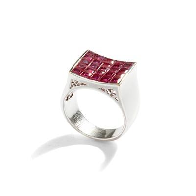 Lot 74 - A ruby dress ring