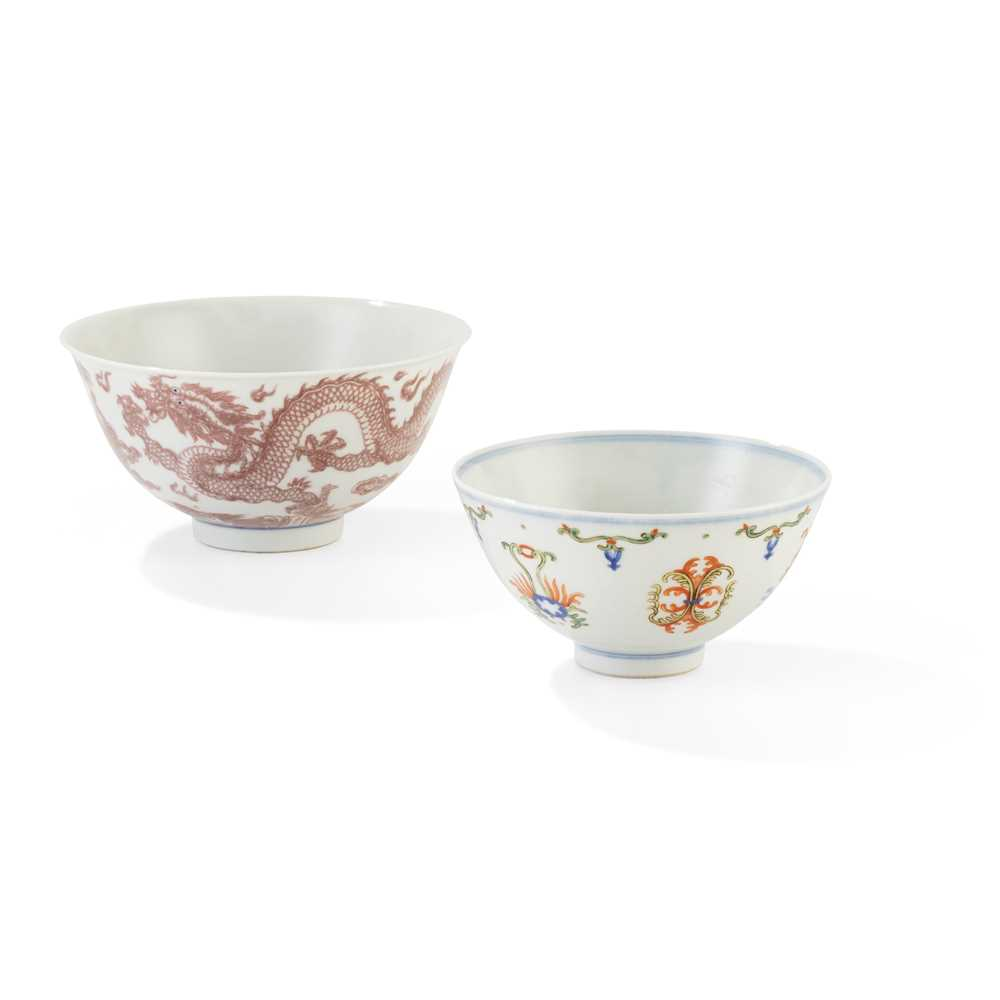 Lot 136 - BLUE AND WHITE WITH UNDERGLAZED RED 'DRAGON' BOWL
