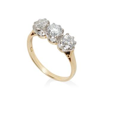 Lot 72 - A three-stone diamond ring