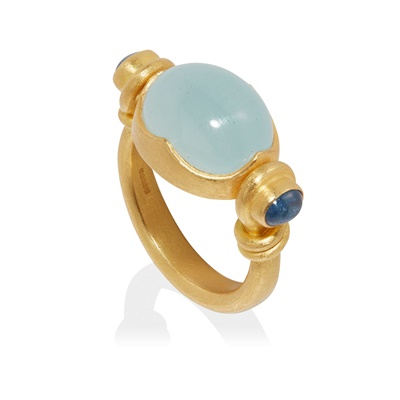 Lot 40 - An aquamarine and sapphire ring