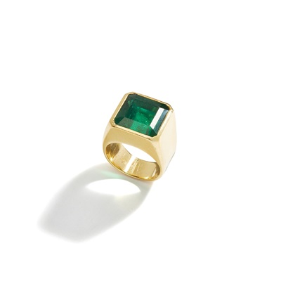 Lot 66 - An emerald single-stone ring