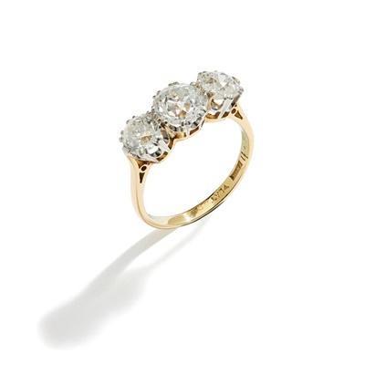 Lot 32 - A diamond three-stone ring