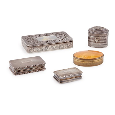 Lot 346 - A collection of snuff and patch style boxes