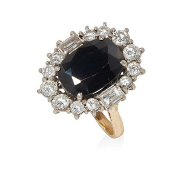 Lot 118 - A sapphire and diamond cluster ring