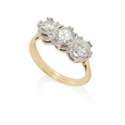 Lot 100 - A three-stone diamond ring