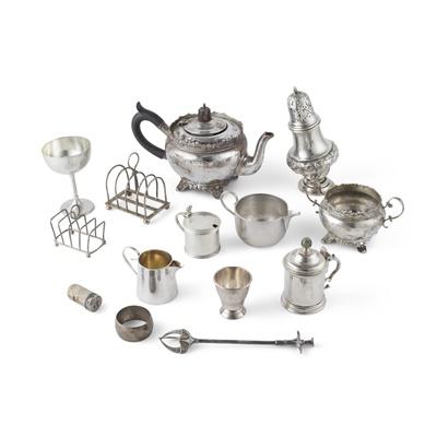 Lot 404 - An Edwardian teapot and twin-handled sugar basin