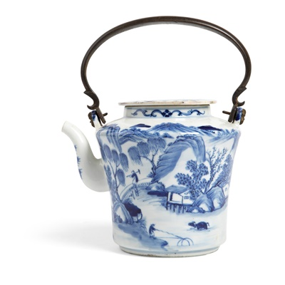 Lot 126 - BLUE AND WHITE LIDDED TEAPOT