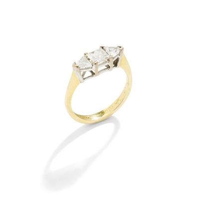 Lot 21 - A diamond three-stone ring