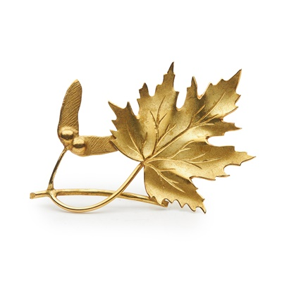 Lot 122 - An 18ct gold sycamore brooch, by Hamilton & Inches