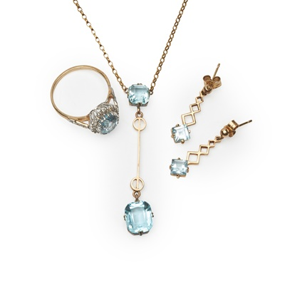 Lot 182 - A collection of jewellery