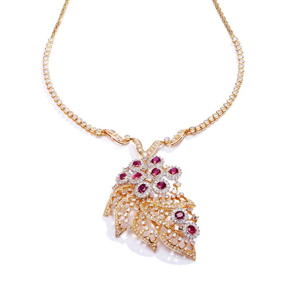 Lot 77 - A ruby and diamond brooch/pendant necklace