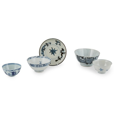 Lot 139 - GROUP OF FIVE BLUE AND WHITE WARES