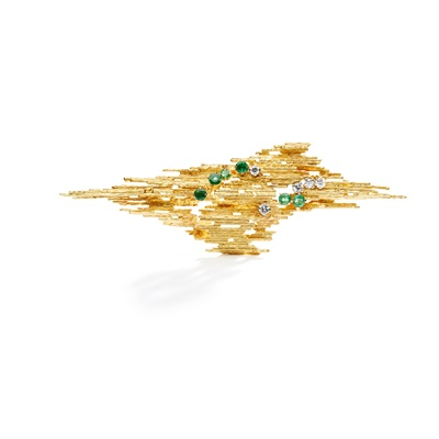 Lot 86 - An emerald and diamond 'Textured Wire' brooch, by Andrew Grima, 1963