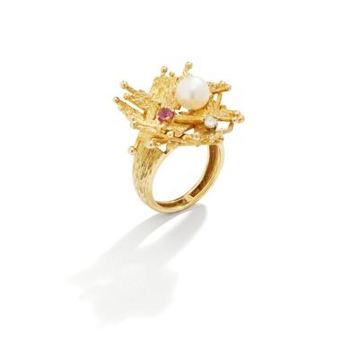 Lot 83 - A gem-set dress ring, by Alan Martin Gard, circa 1970