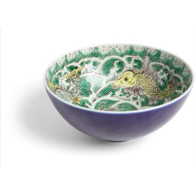 Lot 163 - BLUE-GLAZED WITH FAMILLE VERTE 'SEA CREATURES' BOWL