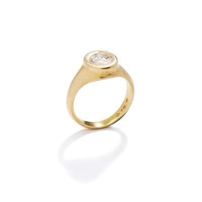 Lot 124 - A diamond single-stone ring