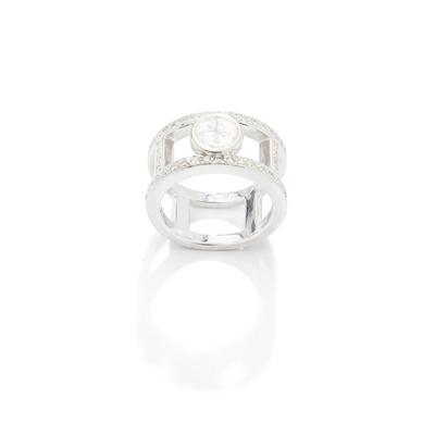 Lot 112 - A diamond dress ring