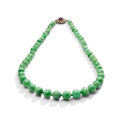 Lot 28 - An early 20th century jadeite jade, ruby and diamond necklace, circa 1930