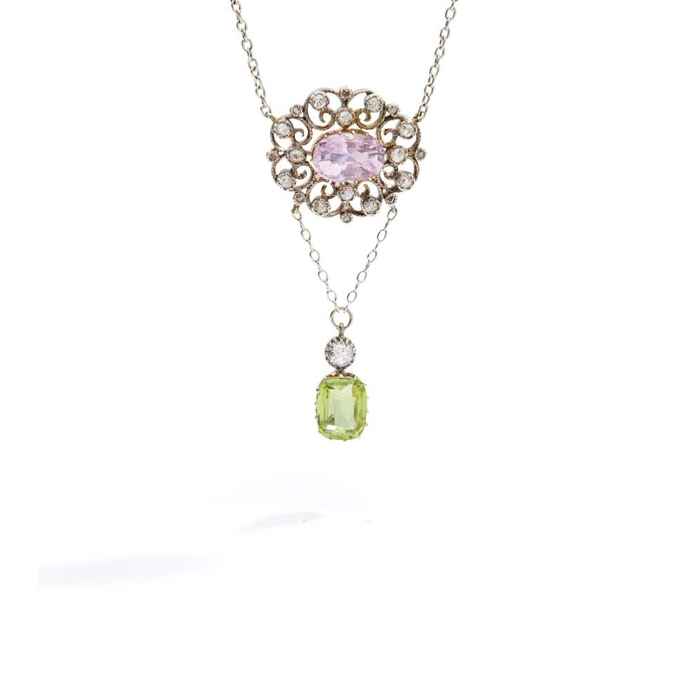 Lot 60 - An early 20th century pink sapphire, diamond and peridot pendant, circa 1910