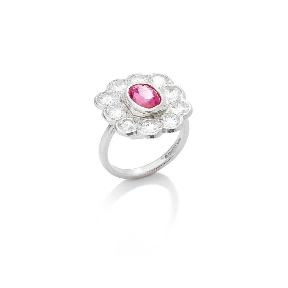 Lot 76 - A ruby and diamond cluster ring