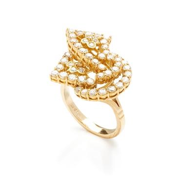 Lot 123 - A diamond dress ring